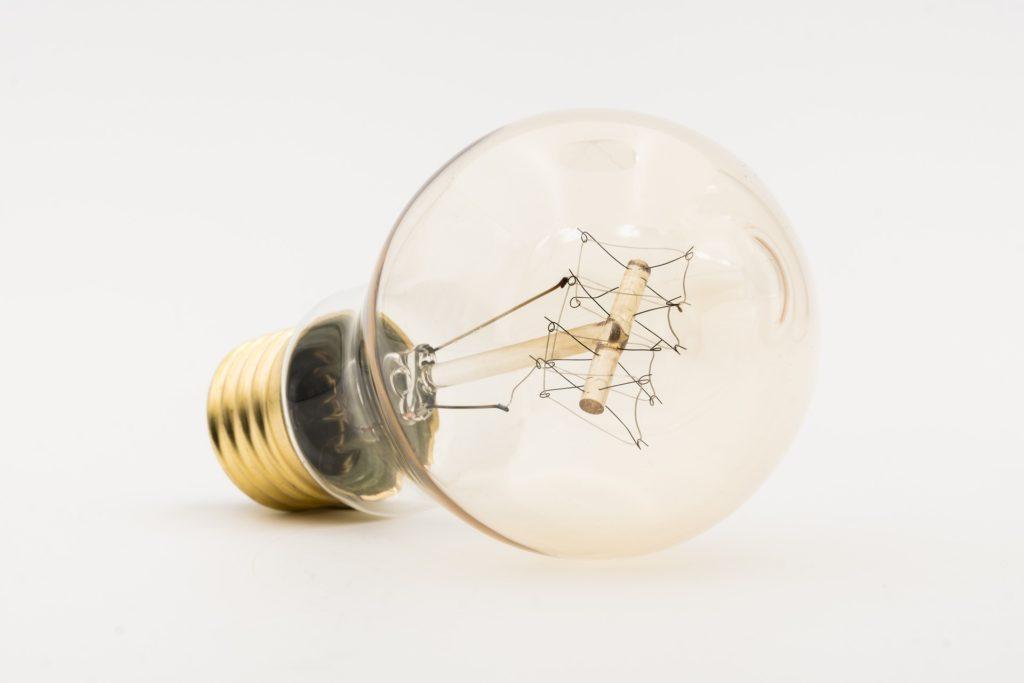 「蓄電池が電気を貯める仕組みは?太陽光発電や送電線とのつながりも解説」という記事中のイメージ画像です。