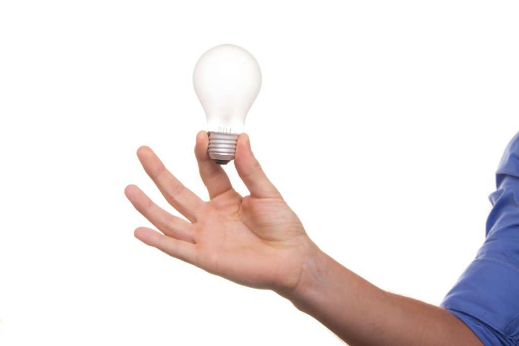 「FIT(固定価格買取制度)期間終了後の余剰電力の買取価格は、正直かなり安いです!」という記事中のイメージ画像です。