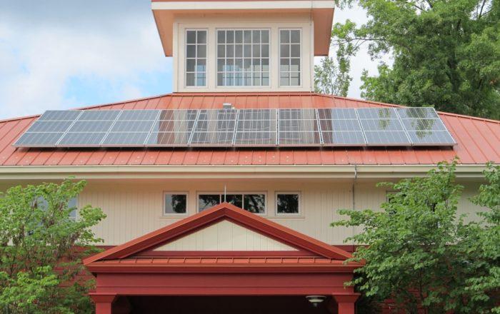「太陽光発電は今後どのようになる?将来性や設置メリットを解説」の記事中のイメージ画像です。